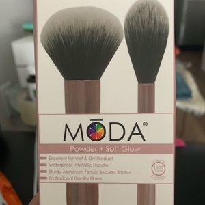 Other - Moda brushes powder and soft glow kit